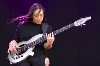 7 Pemain Bass Terbaik Dan Terpopuler Di Dunia.serbatujuh.blogspot.com